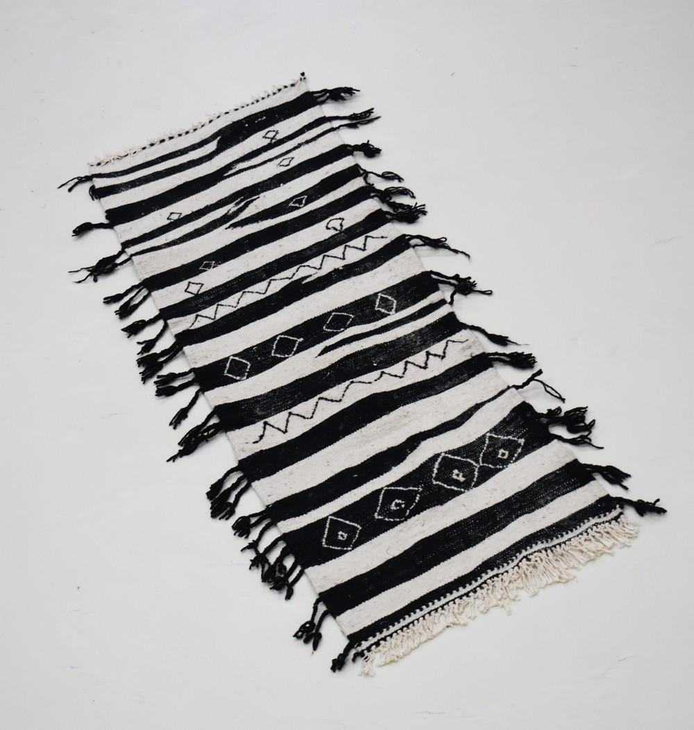 Petit tapis berbère couloirs noir et blanc