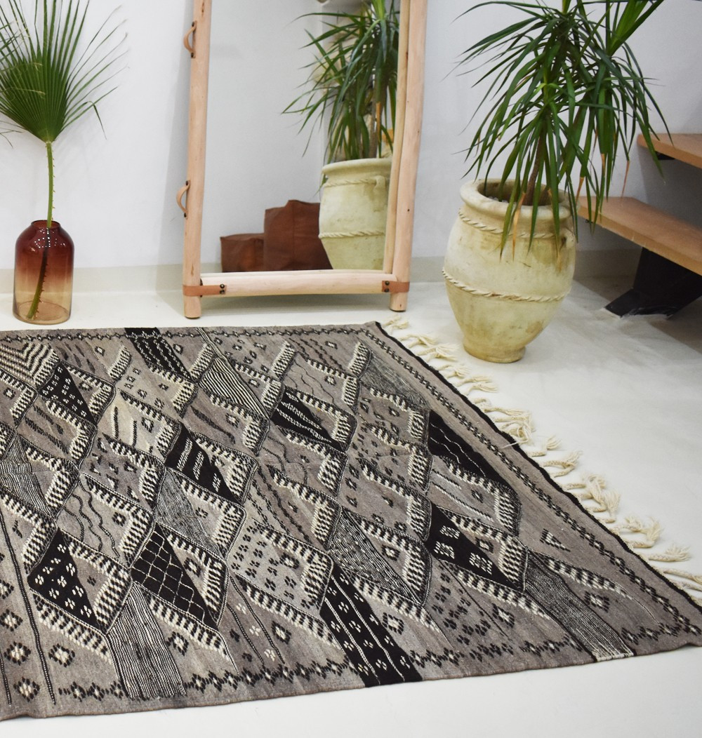 Berber carpets with a thousand diamonds