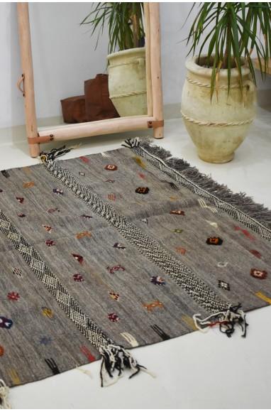 Tapis berbère kilm aux petits motifs colorés