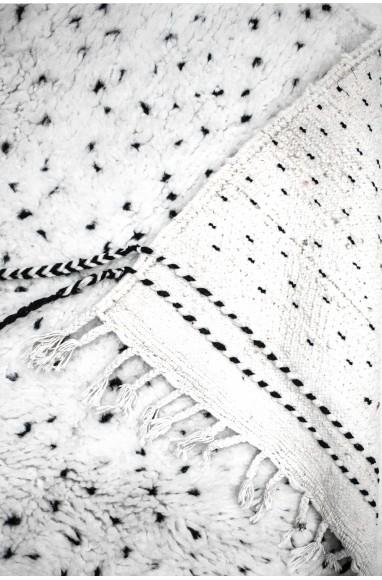 "Tapis Beni Ouarain ""Confettis"" noir et blanc"