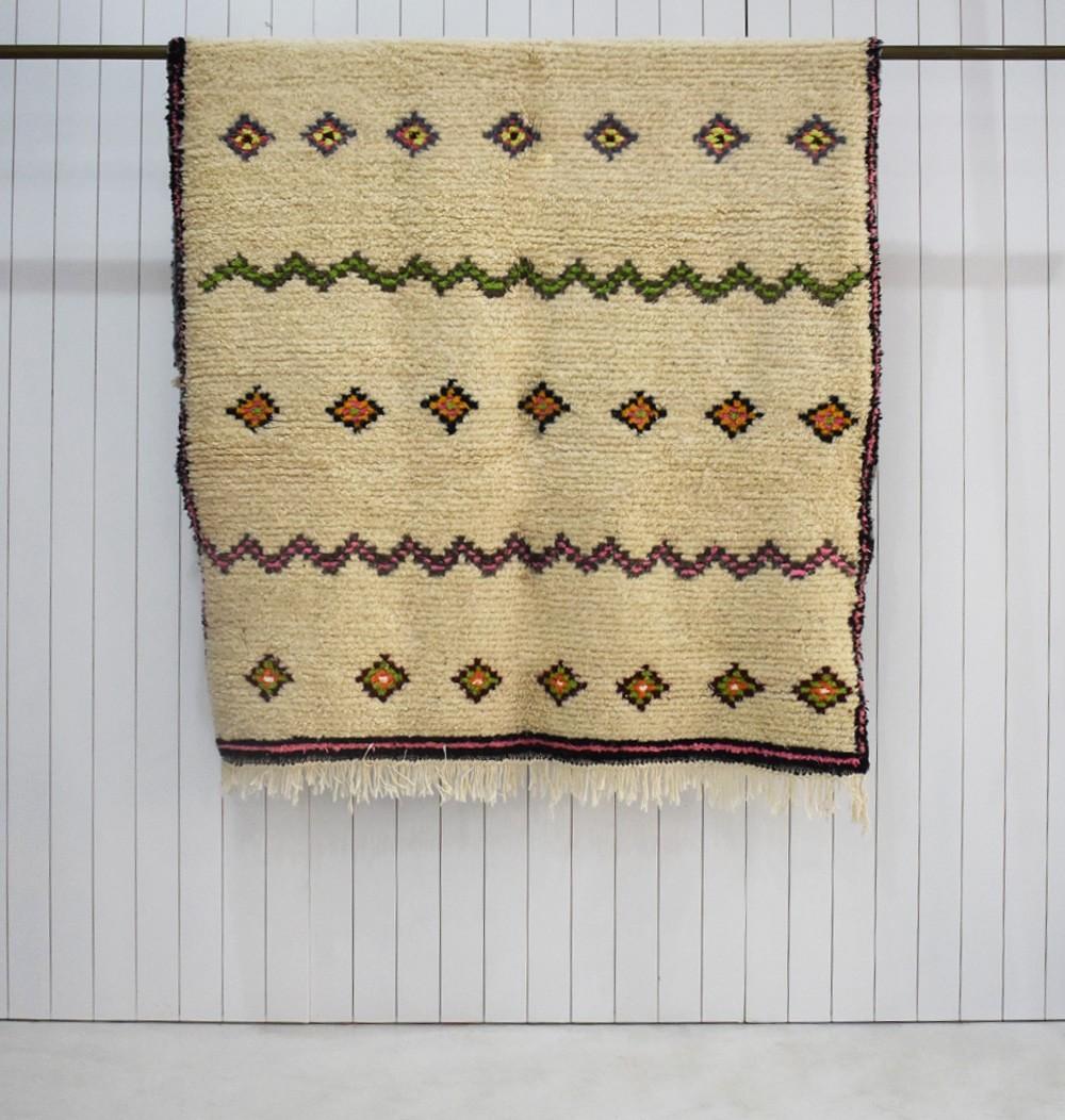 Berber Azilal carpet with ridges and diamonds