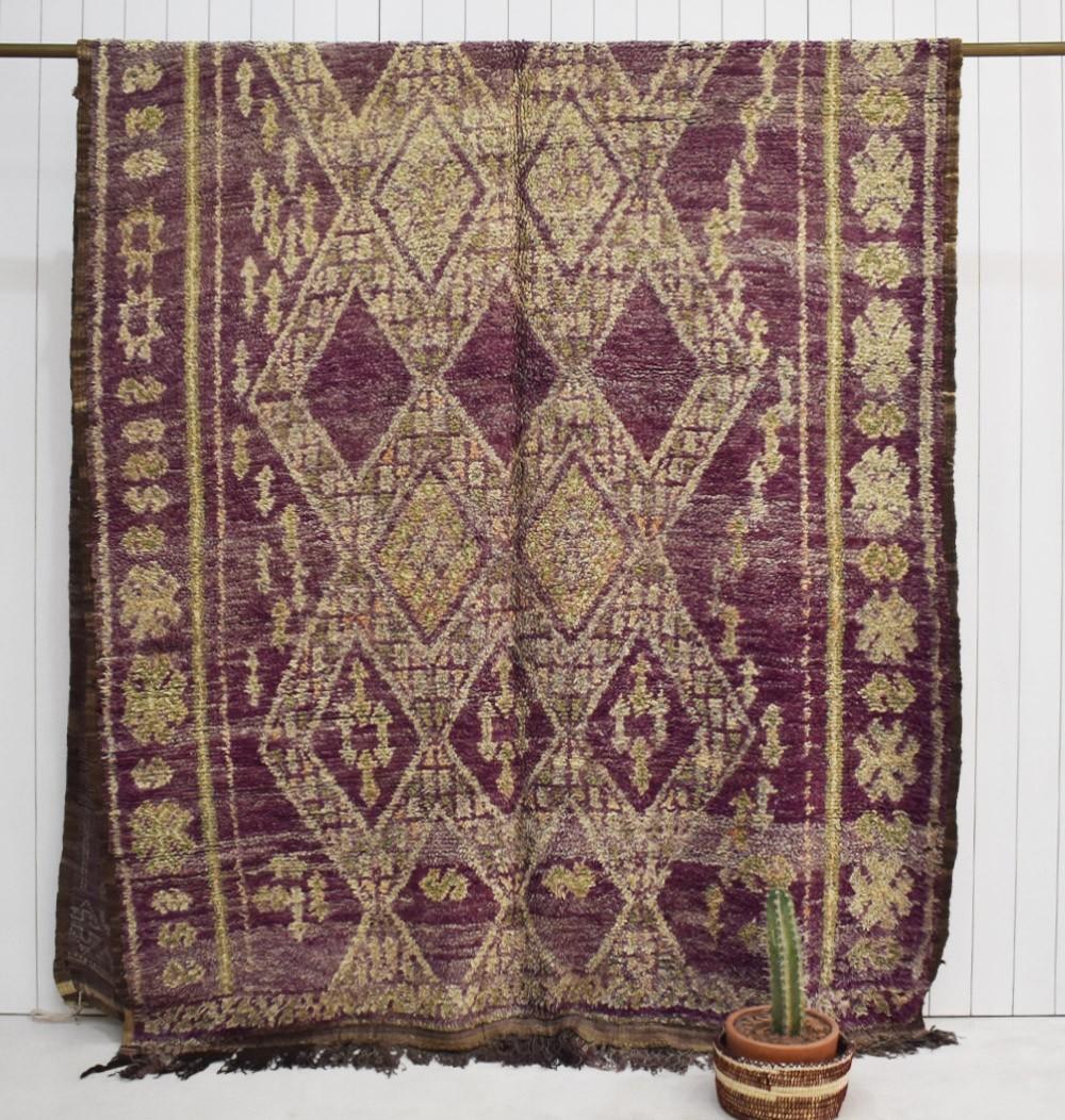 Tapis berbère vintage aspect vieilli violet et beige