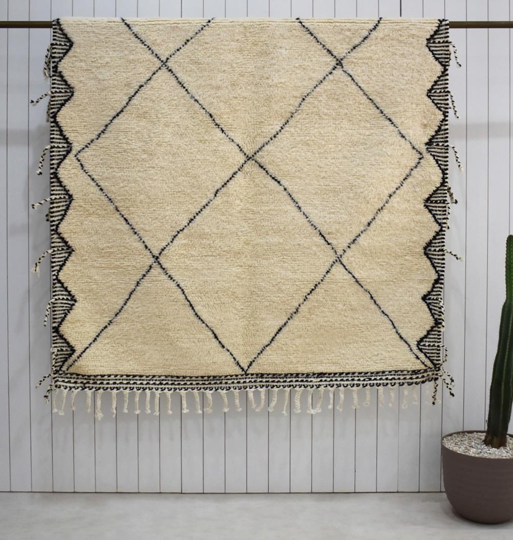 Beni Ouarain carpet with kilim finish on the edges