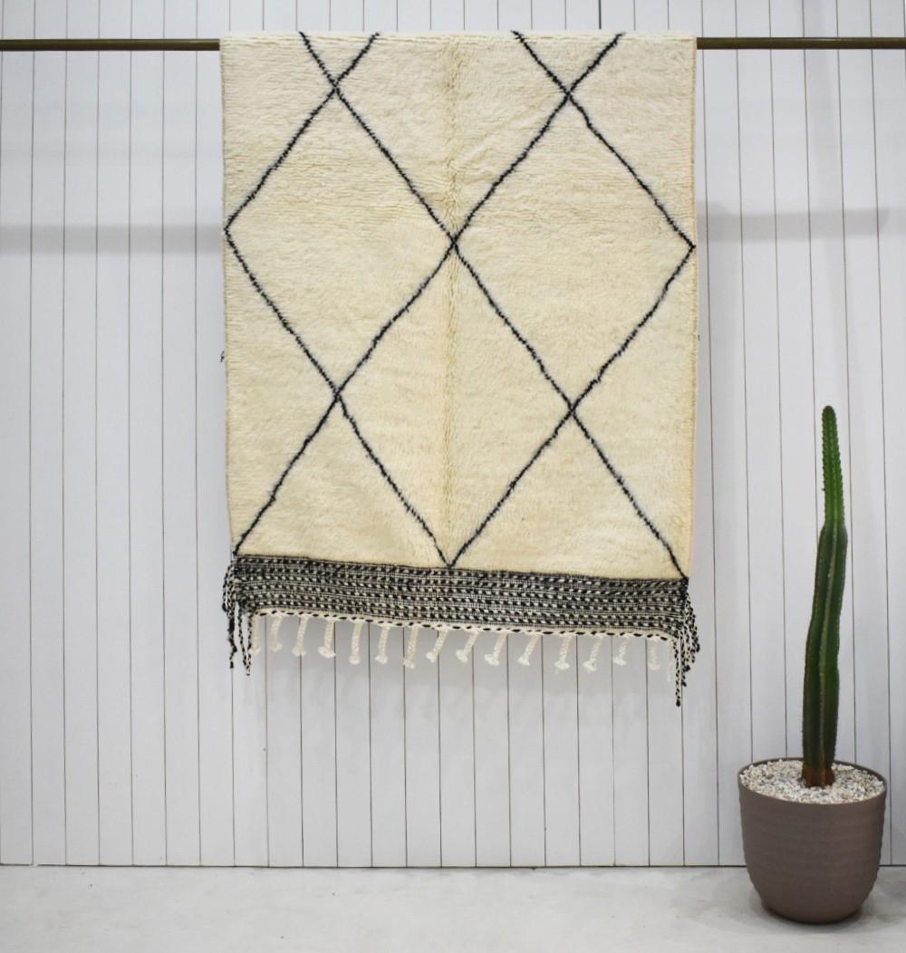 Small classic Beni Ouarain rug with kilim finish