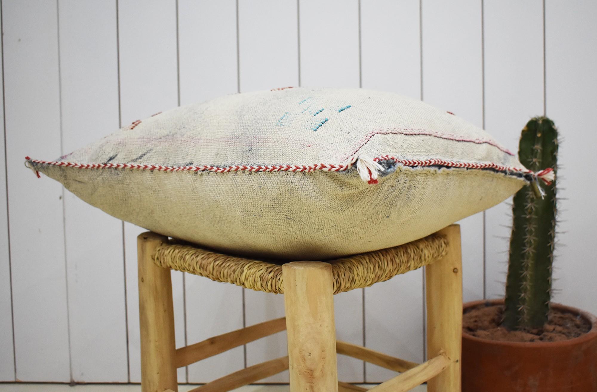Housse de coussin berbère blanc délavé