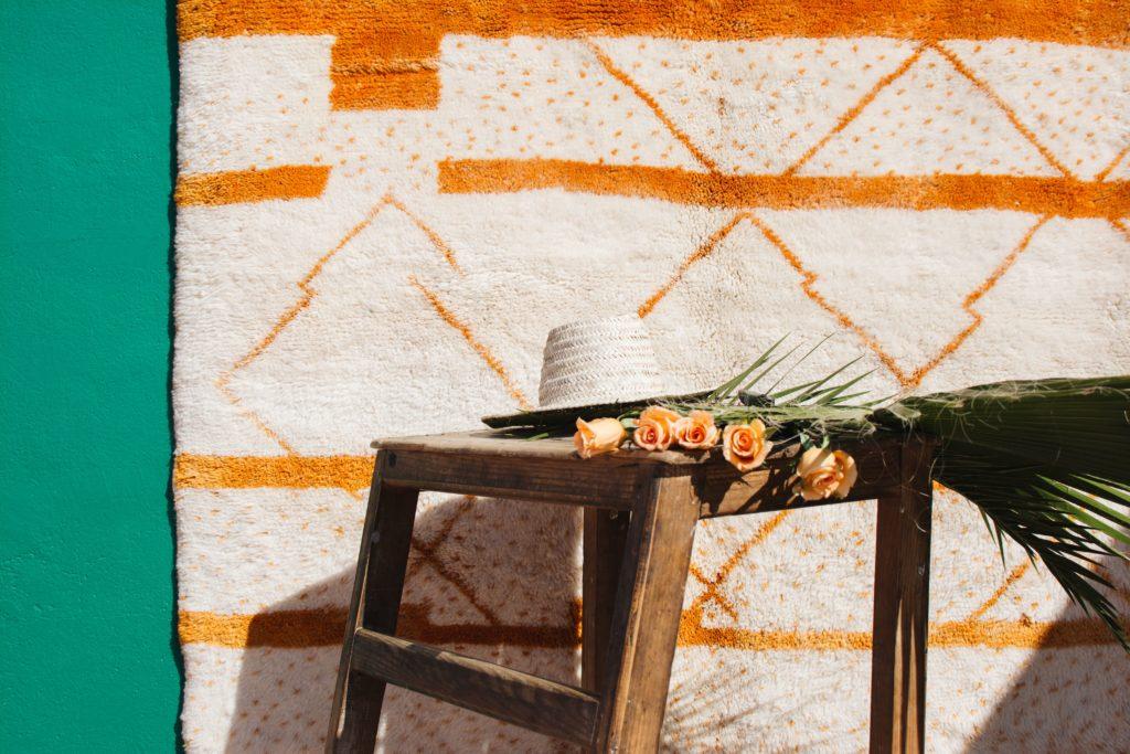 tapis beni ouarain orange et blanc